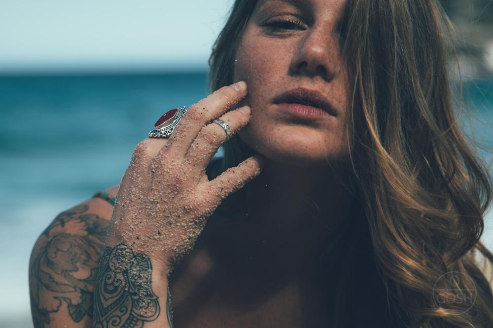 Marina Toscano, ruiva que vem do mar