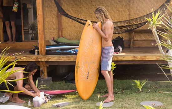 Sofa Surfers são móveis decorativos em campanha Vissla