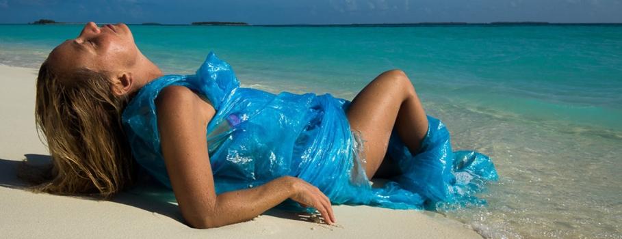 Trashwear – Fantasias de Alison Teal na ilha do lixo